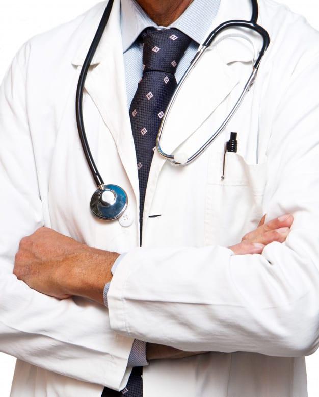 dottore-in-piedi_95419-4311